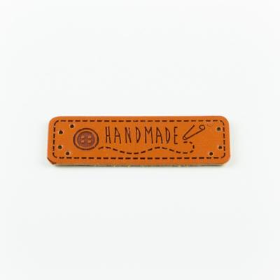 Hand made címke bőrutánzat 5×1,5 cm gomb