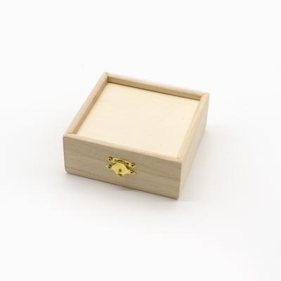 Peremes fa doboz 4×11×11 cm