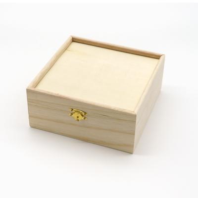 Peremes fa doboz 8×17×17 cm