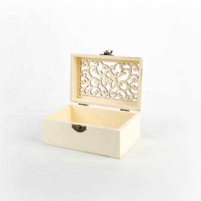 """Fa fedeles doboz áttört tetővel 14×10×7 cm """"India"""""""